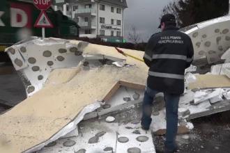 Vântul a făcut prăpăd în România: școli închise, blocuri și mașini devastate