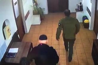 VIDEO. Primele imagini cu italianul cu coronavirus în România. A fost surprins într-o primărie din Gorj