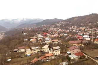 Stațiunile de pe Valea Prahovei poluează râul de ani de zile. Autoritățile dau răspunsuri incredibile
