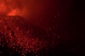 Erupție spectaculoasă a vulcanului Etna, surprinsă pe camerele de supraveghere. VIDEO