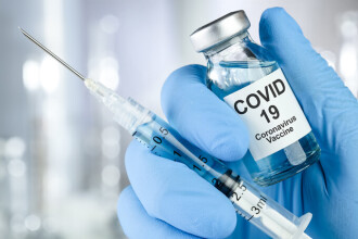 UE va autoriza mai rapid variantele îmbunătăţite de vaccinuri împotriva noilor tulpini