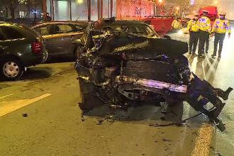 Accident în lanț în Sectorul 2 al Capitalei. Un șofer beat a lovit 3 mașini și s-a oprit în gardul de lângă linia de tramvai