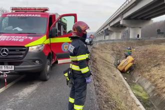 O femeie s-a răsturnat cu mașina într-un canal din Cluj. Operațiune dificilă de salvare