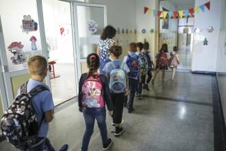 Ce trebuie să știe părinții despre riscurile Covid-19 din școală. Sfaturile unui specialist