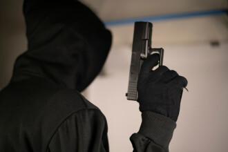 Un bărbat a încercat să jefuiască o bancă din București cu un pistol de jucărie, dar a plecat după ce a fost refuzat