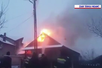 Incendiu în Neamț. O gospodărie a fost mistuită de flăcări