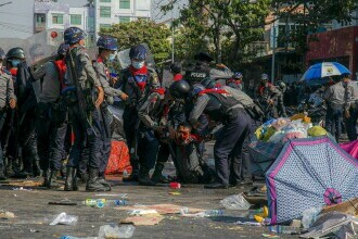 Myanmar: Poliţia a intervenit în forţă asupra protestatarilor. Mai multe persoane au fost rănite