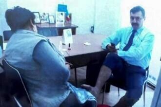Directorul care a pus o subalternă să-i facă pedichiura la birou a câștigat procesul cu primăria care l-a dat afară