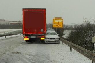 Cum a reușit un șofer să oprească un BMW cu camionul său, după ce șoferița leșinase