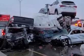 Cel puţin cinci morţi într-un carambol cu 100 de maşini pe o autostradă îngheţată din Texas