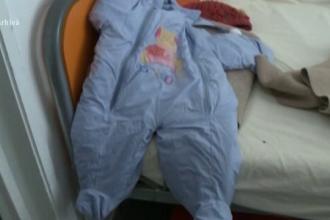 O femeie și-a abandonat bebelușul în vârstă de 5 zile într-o scară de bloc din Râmnicu Vâlcea. Ce au descoperit autoritățile