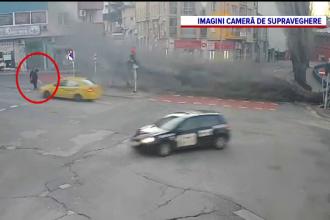 Vremea rea face probleme în Balcani. Cum a scăpat ca prin minune un bulgar, după ce un copac a fost doborât de vânt