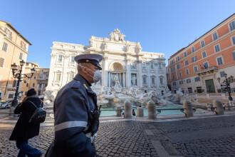 Un poliţist italian a dat peste un cerşetor român încălţat cu pantofii ce-i fuseseră furaţi. Cum a reacţionat