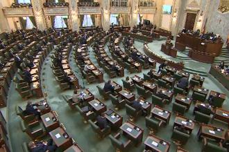 Peste patru sute de foști parlamentari au atacat în instanţă abrogarea pensiilor speciale
