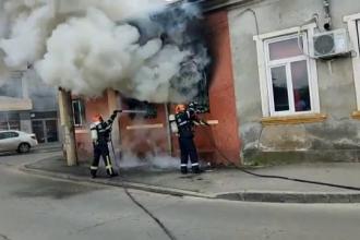 Un bărbat din Ploiești și-a incendiat casa pentru a se răzbuna pe soţia care l-a părăsit
