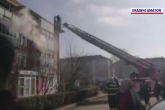 Alertă în Hunedoara, după un incendiu la etajul 2 al unui bloc. Cum au fost salvați locatarii