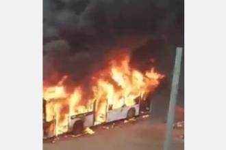 Un autobuz a ars ca o torță în Galați. Călătorii au reușit să se evacueze la timp
