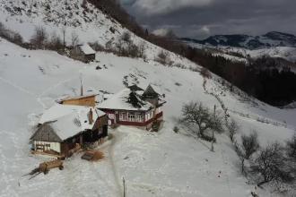 """Realizatorul """"Wild Carpathia"""" s-a mutat în România. Ce a reușit să facă dintr-o casă tradițională din Brașov"""