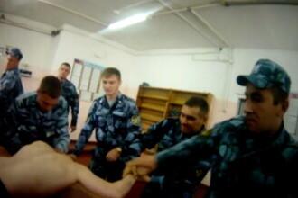 Imagini șocante dintr-o închisoare din Rusia, unde mai mulți deținuți sunt torturați