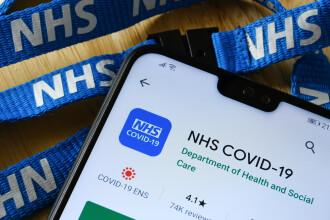 Administrator NHS, mort de COVID după prima doză de vaccin Pfizer. A fost testat pozitiv la două zile de la vaccinare