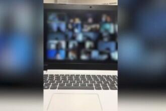 Un profesor din București s-a afișat în lenjerie intimă în fața elevilor, la un curs online