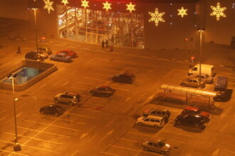 Patinaj cu masinile in parcarile marilor supermarket-uri din Targu-Mures