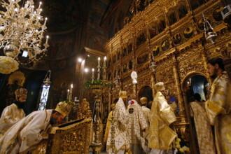 Cateva sute de credinciosi au mers la Slujba de Revelion de la Patriarhie