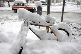 Iarna dezlantuita in luna Martisorului. Drumuri blocate, trafic de cosmar
