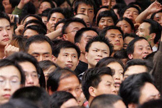 Protest in Capitala! 20 de chinezi au ramas fara loc de munca