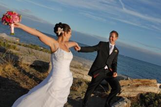 Casatorii pe banda rulanta de Sf. Valentin. Subacvatice sau la inaltime