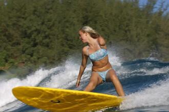 Face surfing fara un brat, dupa ce a fost atacata de rechini