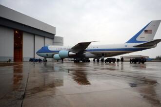Barack Obama cauta solutii pentru criza din Air Force One