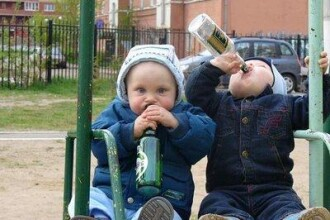 Copiii din Romania incep sa consume alcool de la varsta de 12 ani!