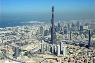 Din culisele Burj Dubai: lux construit de muncitori platiti cu 4 dolari/zi