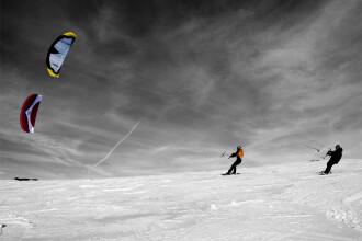 Noua moda pe Valea Prahovei: snowkite! Afla ce e!
