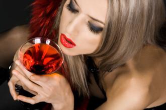 Vinul slab ne apara de cancer
