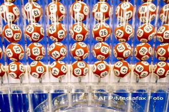 A dat norocul peste ei: au castigat 320 de milioane de dolari la loto