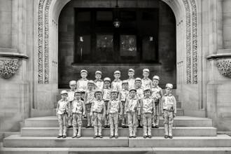 Fotografie controversata! Copii imbracati in aluminiu, de teama OZN-urilor?