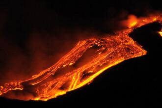 Imagini spectaculoase din Italia. Vulcanul Etna a inceput sa erupa din nou