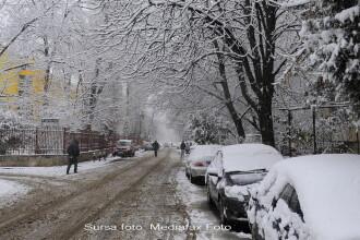 Zapada a inchis zeci de drumuri. Patru trenuri anulate din cauza viscolului