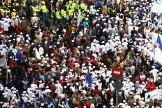 Frana la Dacia. Peste 7.000 de persoane au protestat fata de Codul Muncii