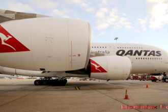 Qantas Airbus A380 vs. Starship Enterprise. Asemanarile incredibile. GALERIE FOTO