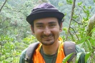 Biolog roman, dat disparut intr-o insula din Pacific. Familia inca mai spera sa-l gaseasca in viata