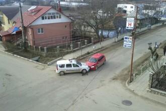 FOTO. Imaginea zilei pe Facebook. Masina de politie, implicata intr-un accident. Cine este vinovat?