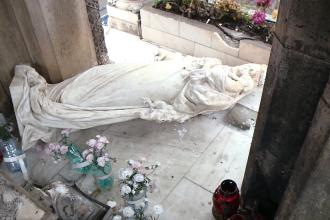 Un student la Arhitectura, primul suspect in cazul vandalizarii statuii din Piata Maria