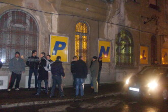 Peste 150 de membri PNL si PC din Timisoara au plecat azi-noapte spre protestele din Bucuresti