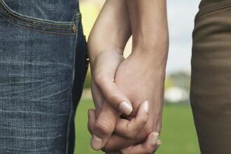 Tinerii au descoperit un nou mod de a face sex. Cat de intimi sunt adolescentii de astazi