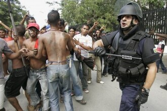Lupte de strada in Lisabona.Portughezii au scandat lozinci impotriva FMI si Bancii Centrale Europene