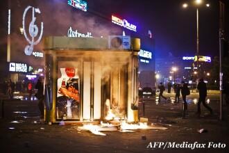 Huliganii care au spart si jefuit magazinele de la Piata Unirii, prinsi de politie