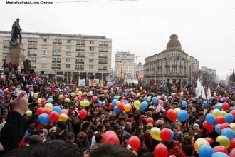 Mii de oameni au participat la manifestarile de la Iasi. Ponta si Antonescu au jucat Hora Unirii